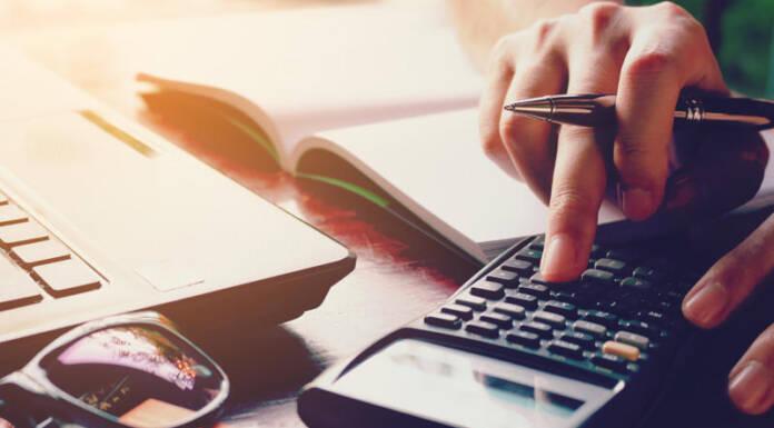 Blaski i cienie kalkulatorów kredytowych – miniporadnik